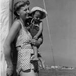Ondina con Luigi su barca mare 1948
